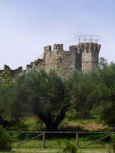 The castle on Isola Polvese.                       www.loveumbria.co.uk