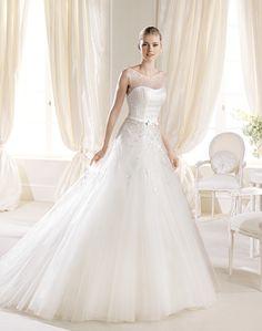 Alură somptuoasă, de prinţesă - modelul Imani: http://www.cristalmariage.ro/colectia-2014/la-sposa/colectia/imani