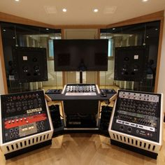 Jan 2016 - First Official install of a Northward Systems Mastering Console @ Zino Mikorey Mastering in Berlin. This is one of the pre-production units, with 19 Home Studio Desk, Music Studio Room, Studio Furniture, Pre Production, Music Production, Recording Studio Desk, Berlin, Typography Design, Logo Design