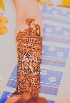 Wedding Photo Inspiration, Ideas, Style, Themes of Indian Wedding Hena Designs, Mehandi Designs, Wedding Mehndi, Wedding Bride, Wedding Photo Inspiration, Design Inspiration, Wedding Rituals, How To Introduce Yourself, Bride Groom