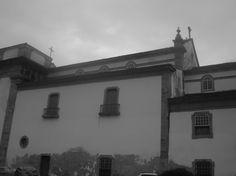 A imagem mostra a Igreja de Santa Rita. Revelando aspectos de sua construção. Hoje, o local é um museu.
