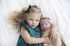 Charli Anne 8 days and Blakelynn #threenager #brookekellyphotography #bkp #bkpnewborns #sisters #bigsister #nashville #nashvilletn #nashvillephotographer #nashvillenewbornphotographer #newbornphotography #newborn #nashvillenewbornphotography #8daysold #sisterlove by brookekellyphotography
