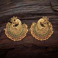 20 Spectacular Antique Earrings Designs & Where To Shop Them Indian Jewelry Earrings, Jewelry Design Earrings, Gold Earrings Designs, Gold Jewellery Design, Antique Earrings, Designer Earrings, Bridal Jewelry, Antique Jewelry, Vintage Jewelry