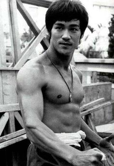 Martial art great Bruce Lee trained in kung fu. Kung Fu, Bruce Lee Photos, Brandon Lee, Ip Man, Jeet Kune Do, Enter The Dragon, Straight Bob, Martial Artists, James Dean