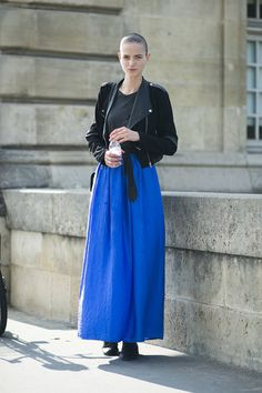 Meet our latest favorite color combination: bright blue and black #streetstyle