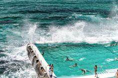 Beach Scene: Rock Swimming Pools overlooking Tasman Sea in Bondi, Sydney - Australia. Hyde Park, Newcastle Beach, Bondi Icebergs, Coogee Beach, Highlights, Manly Beach, Harbor Beach, Sydney City, Der Bus