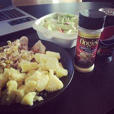 """#oogies """"Movie Butter"""".. när du vill göra dietmaten godare! .. ooohh look, CARBS!! ✋🏼😍 #potatis"""
