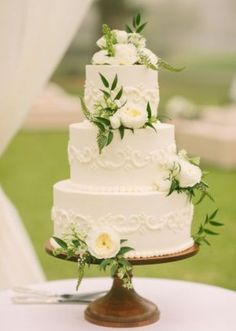 Classic Ivory cake with flowers