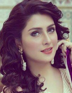 Aiza my bestie Bridal Mehndi Dresses, Pakistani Bridal Makeup, Pakistani Models, Pakistani Actress, Beautiful Girl Image, Beautiful Hijab, Cute Beauty, Beauty Full Girl, Aiman Khan