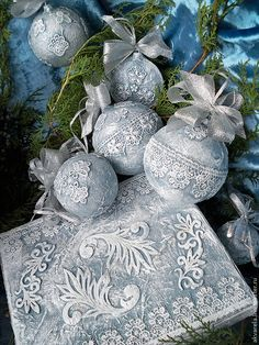 1 million+ Stunning Free Images to Use Anywhere Victorian Christmas Ornaments, Blue Christmas, Diy Christmas Ornaments, Handmade Christmas, Christmas Tree Ornaments, Vintage Christmas, Christmas Projects, Holiday Crafts, Xmas Decorations
