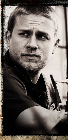 Charlie Hunnam~ swoon!