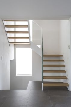 Modern Stair Railing, Modern Stairs, Home Stairs Design, House Design, House Staircase, Floating Stairs, Wood Stairs, House Elevation, Australian Homes