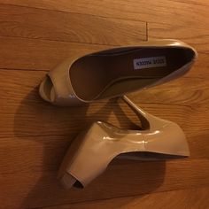 "Steve Madden Steve madden pumps never worn 3"" in heels. Super cute and girly for a night out. 🚫🚫No low ball offers and no trades🚫🚫. Bundle for more savings Steve Madden Shoes Heels"