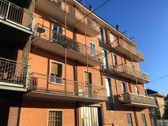 Rivoli. In vendita appartamento bilocale al secondo piano con terrazzino. Ristrutturato, riscaldamento autonomo.