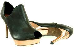 wortmann 29324 black  Damskie Botki na szpilce Wortmann 29324 black  Obuwie wykonane z wysokiej jakości skóry naturalnej.  Ocas: 12cm.  Platforma: 2cm.  Kolor: czarne.  Miękkie i wygodne. Przykuwają uwagą ładnym kształtem. Peeps, Peep Toe, Vogue, Model, Shoes, Fashion, Moda, Zapatos