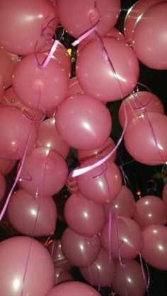 Geburtstag Birthday balloons, Jewelry that speaks your style Summary / teas Bedroom Wall Collage, Photo Wall Collage, Picture Wall, Balloon Pictures, Tout Rose, Birthday Wallpaper, 18th Birthday Party, Free Birthday, Happy Birthday
