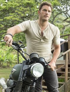 Let's all just take a moment to appreciate how hot Chris Pratt looks in this…