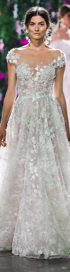 Rosamaria G Frangini Stunning Wedding Dresses, Best Wedding Dresses, Designer Wedding Dresses, Beautiful Gowns, Wedding Styles, Wedding Gowns, Reem Acra Bridal, Bridal Gowns, Georges Hobeika