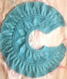 Shawl, no pattern This Pin was discovered by Tel Yoke of Leaf Lace Baby Sweater. Öegü Örgü [] # &l Baby dress with a wonderful collar pattern Shawl Patterns, Baby Knitting Patterns, Knitting Designs, Stitch Patterns, Crochet Patterns, Knit Baby Dress, Knitted Baby Cardigan, Knitted Hats, Gilet Crochet