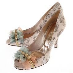 Vintage Fashion: I am loving these vintage inspired heels by Pepita D'oro.