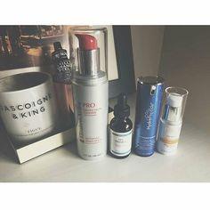 eye spy glō therapeutics 15% Vitamin C. Simon @theskincareobsessive is loving the results. It visibly transforms your skin! #gloaustralia #glotherapeutics #vitaminc #transform #antiaging #antioxidant #skincare #morningroutine #beauty #beautyeditor #theskincareobsessive #glominerals #instagood #photooftheday #picoftheday #instadaily #photo #amazing #happy #instalove #instagrammers #insta #bestoftheday #instafamous #popular