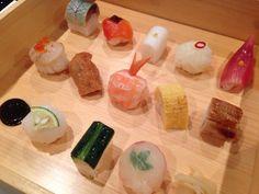 一番人気の豆寿司は、お重に入って出てきます。 一口でパクっと頂けて、たくさんの味が楽しめます。