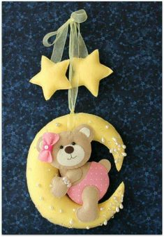 Baby Crafts, Felt Crafts, Diy And Crafts, Felt Mobile, Baby Mobile, Felt Patterns, Stuffed Toys Patterns, Felt Baby, Felt Fabric