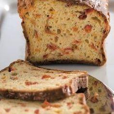 Λαχταριστό και πανεύκολο κέικ με τυρί και πιπεριές Savoury Cake, Savoury Pies, Salty Cake, Flour Recipes, Greek Recipes, Cinnamon Rolls, Banana Bread, Bakery, Food And Drink