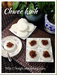 Another Singapore Malaysia Hawker Food–Chwee Kueh or Steamed Rice Cake With Preserved Radish - Guai Shu Shu Rice Desserts, Asian Desserts, No Cook Desserts, No Cook Meals, Dessert Recipes, Chinese Desserts, Steamed Rice Cake, Rice Cakes, Singapore Food
