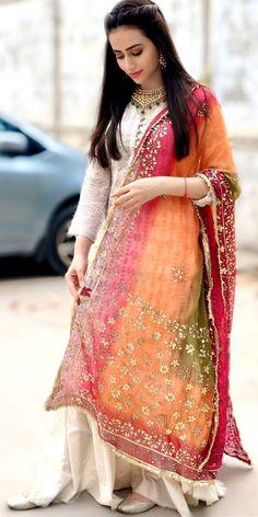 on April 01 2020 1 person standing Simple Pakistani Dresses, Pakistani Bridal Dresses, Pakistani Dress Design, Pakistani Outfits, Stylish Dress Designs, Stylish Dresses, Simple Dresses, Fashion Dresses, Fashion Pants