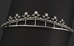 Necklace/diadem in platinum with 7 diamonds approx. 2.40 cts and diamonds approx. 2 cts. Diadem holder in silver included.