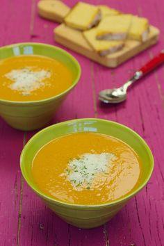 Cinco Quartos de Laranja: Sopa de tomate com lentilhas vermelhas e queijo