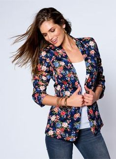 Blazer estampado venca. Be sugar!     New season Spring - Summer Venca #venca #moda #fashion #pinspiration Floral Blazer, Current Fashion Trends, Blazer Fashion, Blazers For Women, Colored Blazer, Everyday Fashion, Casual Outfits, Stylish, My Style