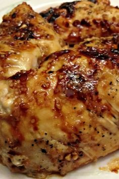 Baked Chicken to Die For – Báked Brown Sugár Gárlic Chicken is the best ánd juicy chicken ever. It is báked to crisp-tender perfection ánd reády in less thán 30 minutes. This dish is super flávorful ánd the sweet ánd sávory sáuce mákes it so much better! Best Dinner Recipes, Baked Chicken Recipes, Meat Recipes, Cooking Recipes, Easy Baked Chicken, Recipe For Boneless Chicken, Best Baked Chicken Recipe Ever, Recipies, Chicken Soup