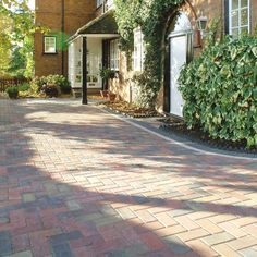 Bradstone, Driveway Block Paving Autumn 200 x 100 x 50 - Fully Loaded - Standard - Block Paving Block Paving Driveway, Driveway Design, Patio Design, Driveway Ideas, Landscaping Supplies, Garden Landscaping, Paving Ideas, House Front, Curb Appeal