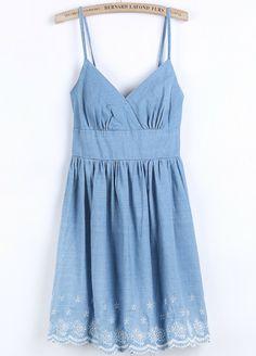 Vestido denim bordado correa de espagueti-azul.