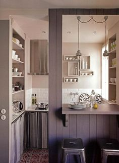 Love the color and use of space  in this small kitchen. #smallspaces
