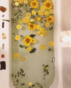 Bathroom Decor yellow color inspiration : yellow lemons and sunflowers for a relaxing bath