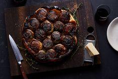 Balsamic Vinegar Onion Tarte Tatin (Caramelized Onion Tart) recipe on Savory Pastry, Savory Tart, Savoury Baking, Easy Puff Pastry Recipe, Frango Chicken, My Favorite Food, Favorite Recipes, Onion Tart, My Dessert