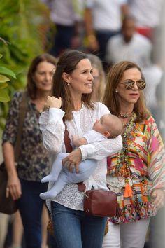 Pippa and baby Arthur Carole Middleton, Style Pippa Middleton, Kate Middleton Family, Pippa Middleton Wedding, Duchess Kate, Duchess Of Cambridge, Royal Fashion, Star Fashion, Pippas Wedding