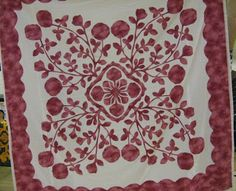 This is my Maui Rose quilt. Didn't know it was online. Hawaiian Quilt Patterns, Hawaiian Quilts, Applique Patterns, Applique Designs, Aplique Quilts, Arizona, Red And White Quilts, Quilting Tutorials, Scrappy Quilts