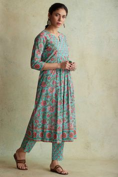 Dress Indian Style, Indian Dresses, Indian Wear, Ethnic Fashion, Indian Fashion, Hijab Fashion, Plazo Kurti, Churidar, Kurti With Jeans