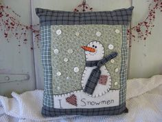 View these Gorgeous Handmade Christmas Pillow Inspirations for easy decoration and great gifts. These gorgeous Christmas handmade Pillows are wonderful to your decor. Christmas Cushions, Christmas Pillow, Felt Christmas, Christmas Themes, Handmade Christmas, Christmas Crafts, Christmas Decorations, Christmas Ornaments, Xmas