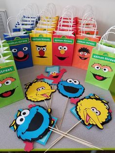 Great party table idea for a Sesame Street Birthday Party Elmo First Birthday, Boys 1st Birthday Party Ideas, Monster Birthday Parties, First Birthday Parties, Happy Birthday, Birthday Photos, Birthday Gifts, Sesame Street Party, Sesame Street Birthday Party Ideas