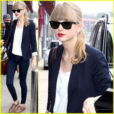 Taylor Swift - basic shirt, dark jeans, black blazer and brown shoes