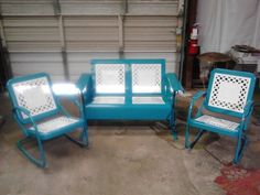 Powdercoated Restored Vintage Metal Patio Gliders - Vintage Metal Gliders,Old Fashioned Metal Chairs And Retro Metal Tables! Vintage Metal Glider, Vintage Metal Chairs, Vintage Outdoor Furniture, Metal Lawn Chairs, Vintage Porch, Metal Tables, Patio Furniture Makeover, Metal Patio Furniture, Furniture Ideas