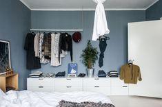 13 kommoder for stilfull lagring Apartment Closet Organization, Bedroom Closet Storage, Ikea Bedroom, Bedroom Ideas, Master Bedroom, Small Closet Redo, Nordli Ikea, Open Wardrobe, Modern Kitchen Design