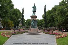 Runeberg Statue on the Esplanade Helsinki Finland He is Finland's national poet & the author of the Finnish national anthem. Finnish Words, National Anthem, Best Cities, Helsinki, Finland, Statue Of Liberty, Cool Pictures, Europe, Monuments