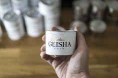 etiketa | digitálna tlač pre @illimiteroasters + digitálna ražba fóliou za tepla Coffee Packaging, Coffee Roasting, Geisha, Packaging Design, Beans, Canning, Mugs, Tableware, Minimal