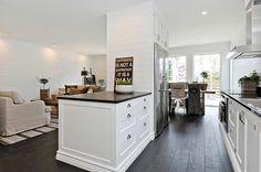 Kök/pentry till Gästhuset - Klassiska kök - klassiska kök, lantkök, helmassiva kök, platsmålade kök, kök i shakerstil, kök med innanpåliggande luckor | HimleKök